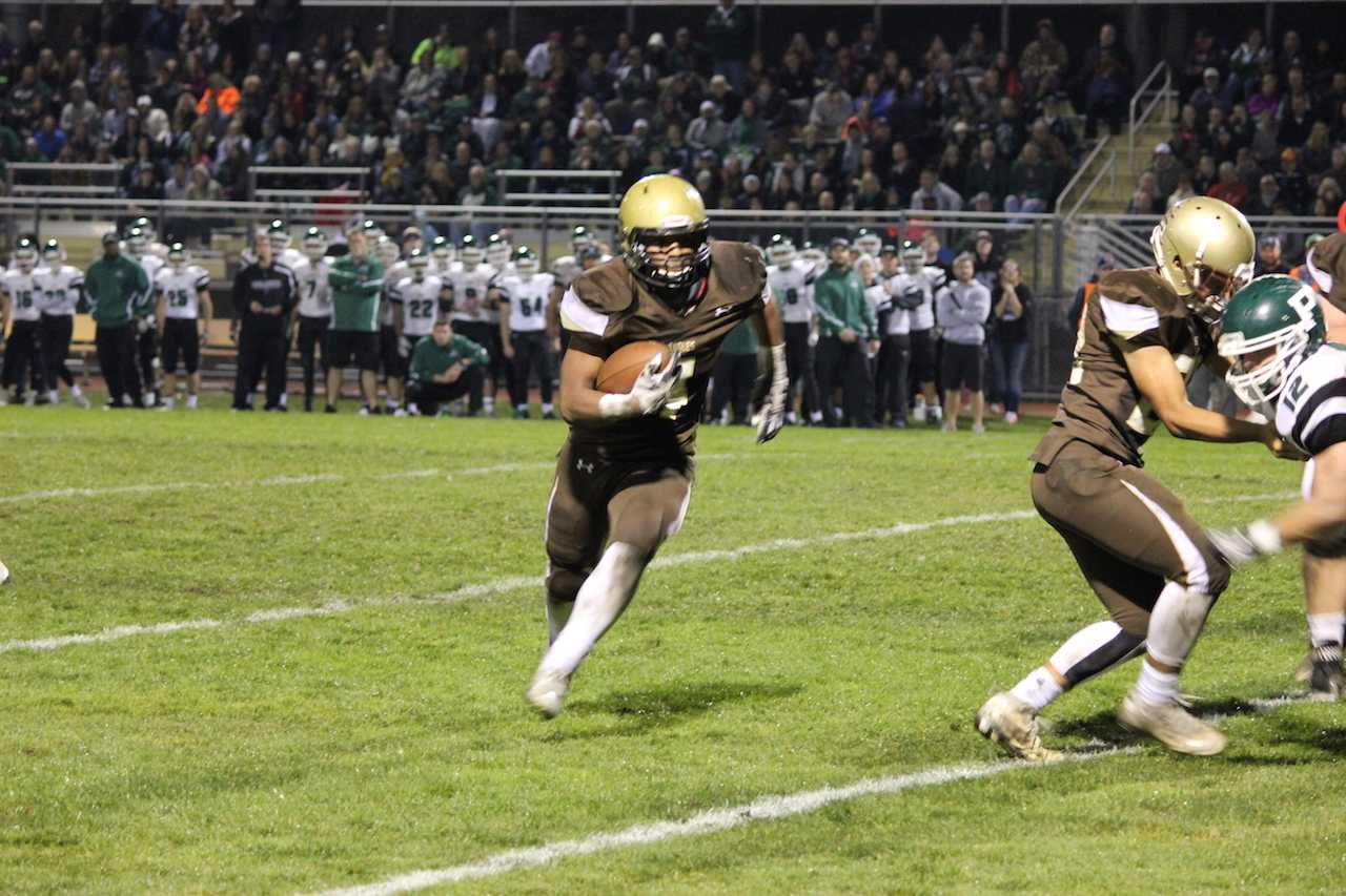 Mario Lewis carries the ball during the fourth quarter.