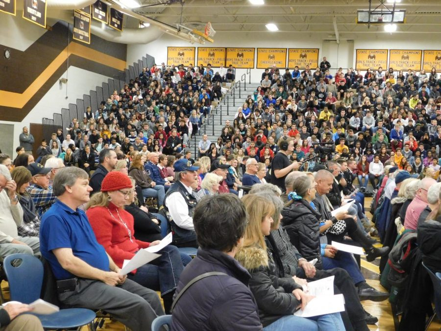Veterans+from+the+Apple+Valley+Community+gather+in+the+AVHS+gym.